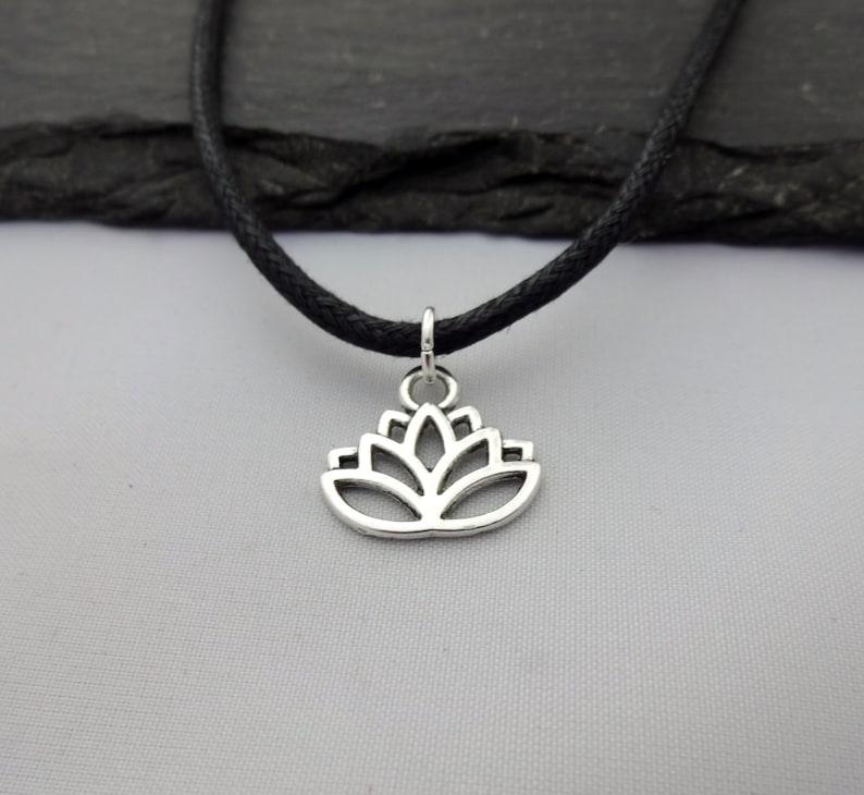a80a8766018 Fleur de Lotus RAS de cou Collier ras de cou fleur Lotus