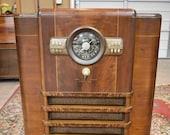 1940 Antique Zenith Tube Radio S702434, Model 1005