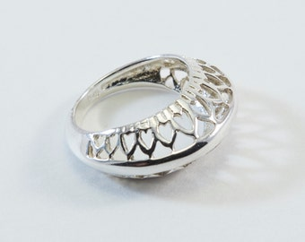 Heart Patterned Silver Band Ring
