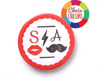 Personalized mustache (initials and color) 38 mm welcome wedding badge