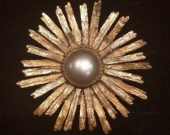 Statement vintage Starburst brooch with faux pearl