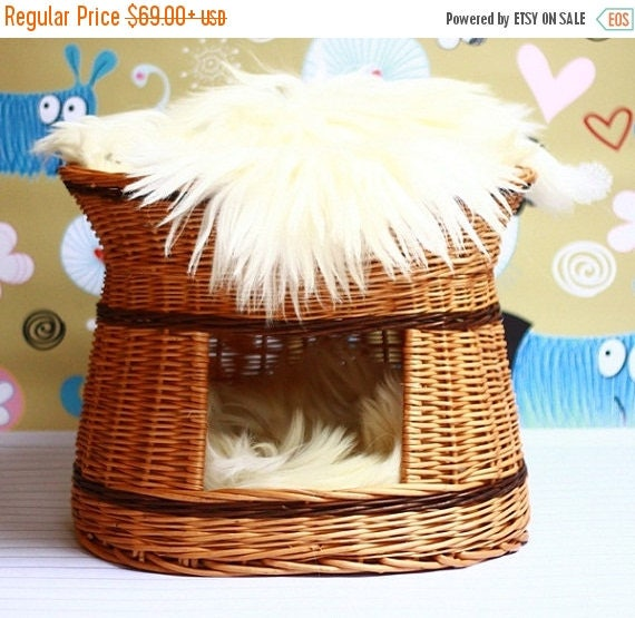 Wicker Cat bed , Cat cave , pet bed , cat house ,pet furniture hand-felted with Genuine Real Sheepskin inside
