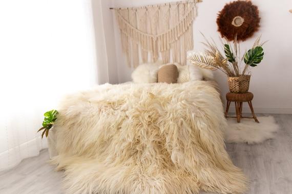 Genuine Natural icelandic creamy whiteround Sheepskin Rug, Giant sheepskin rug, deca sheepskin rug, round sheepskin