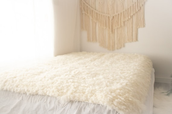 Exclusive Genuine Unique WOVEN Lamb Sheepskin, Lambskin Rug, Pelt, Throw, Blanket Giant Extra Large Creamy White Real Sheepskin Throw