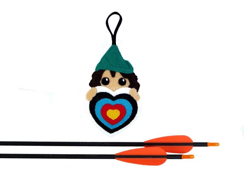 Archery gift Robin hood for women in a target heart in image 0