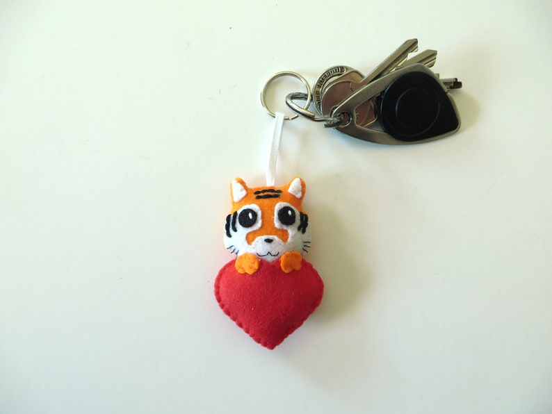 Tiger keychain kawaii in a red heart in felt handmade image 0