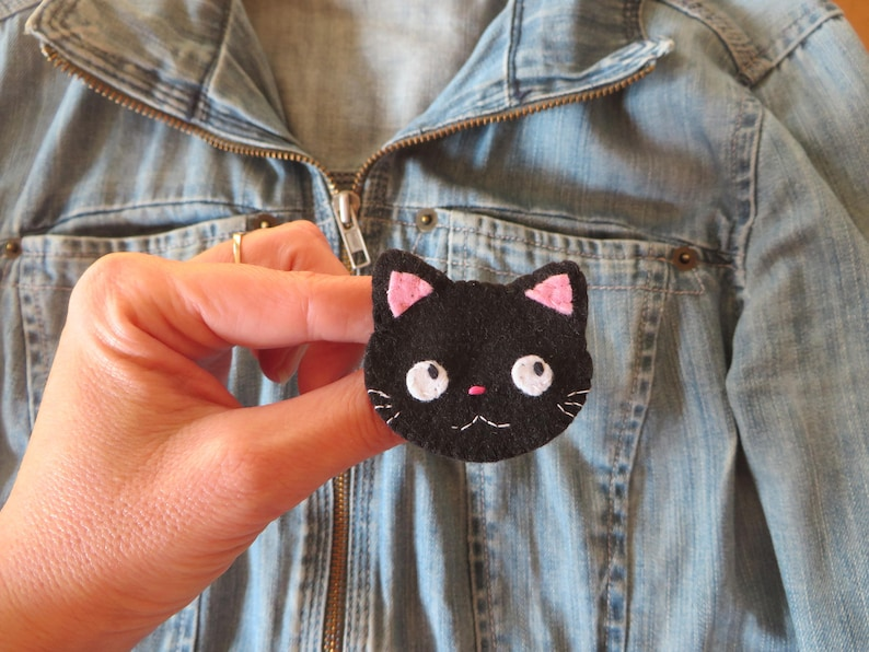 Black cat brooch kawaii in felt handmade cat lover gift image 0