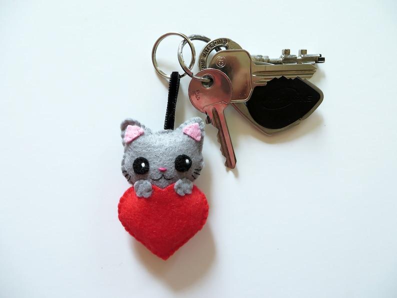 Grey cat keychain kawaii in felt handmade grandma gift image 0
