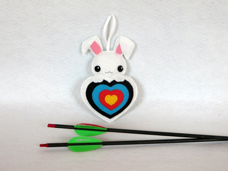 Quiver ornament rabbit plush in an archery target in felt image 0