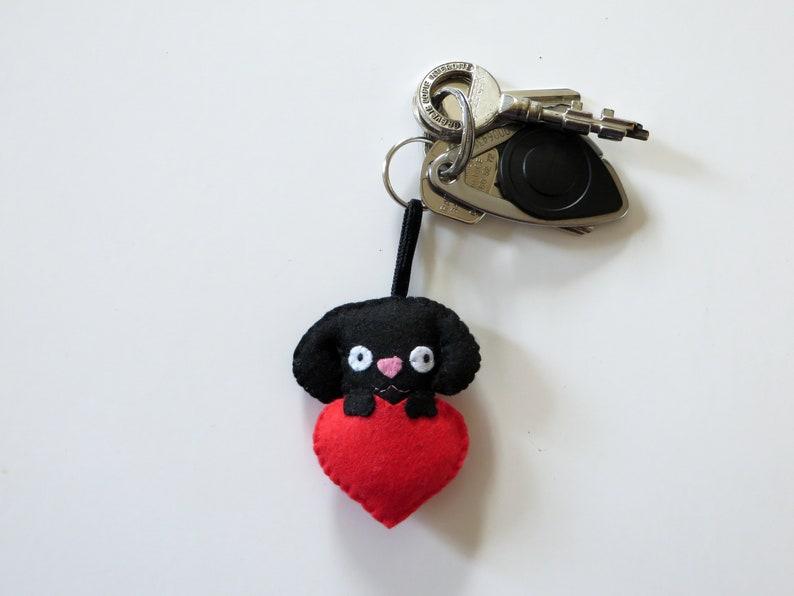 Black labrador dog keychain in felt handmade image 0