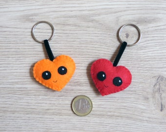 Felt keychain, kawaii heart, small gift for lovers, cute accessorie, handmade