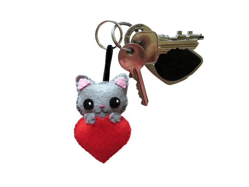 Grey cat keychain kawaii in felt handmade catmom gift image 0