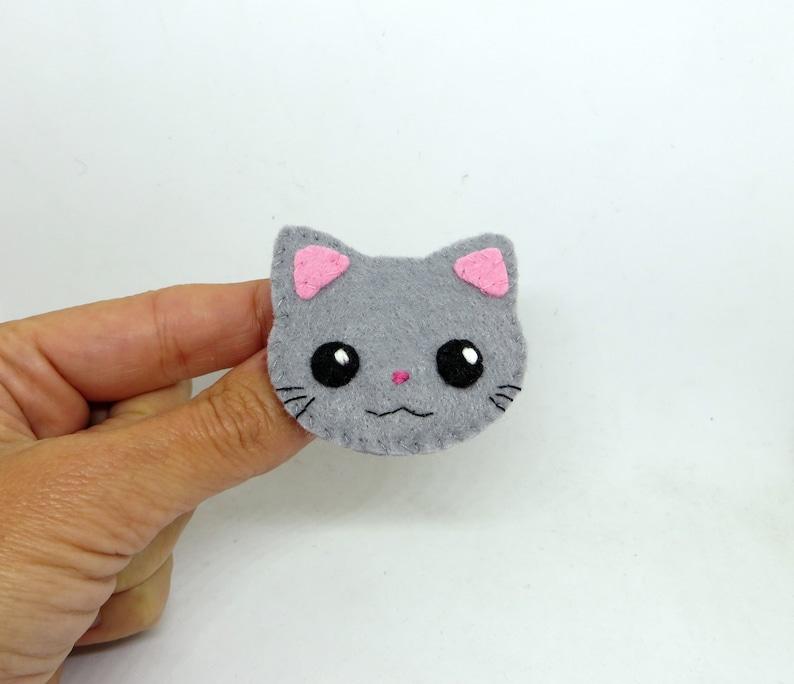 Grey cat brooch kawaii in felt handmade image 0