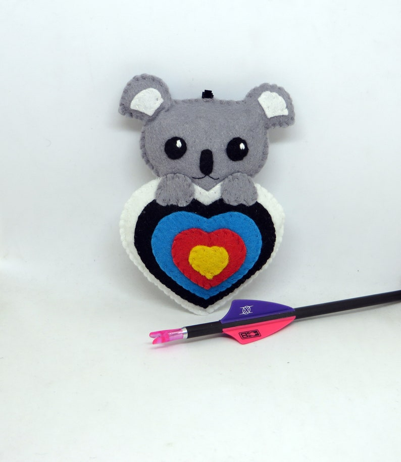 Quiver ornament : kawaii koala bear in an archery target in image 0