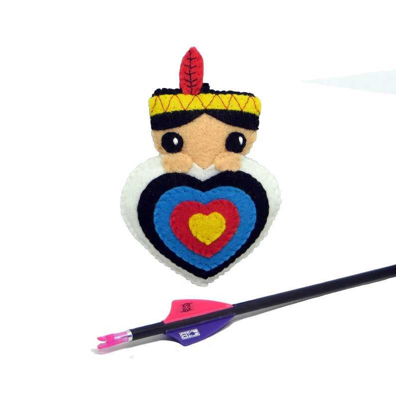 Quiver ornament native american boy in an archery target in image 0
