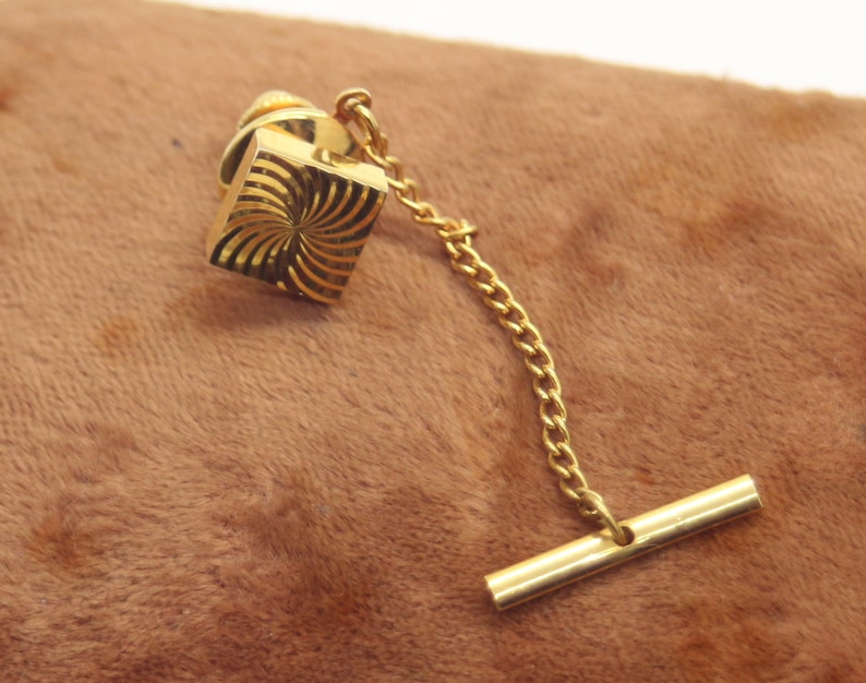 Vintage Gold Tone Tie Clip Diamond Cut ca 1970ies Birthday Father/'s Day Gift For Him Dad Men Groom Stylish Mens Jewelry Square with chain