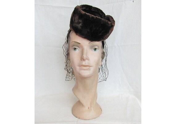 Stylish Vintage 1940s Hat with Genuine Fur Trim an
