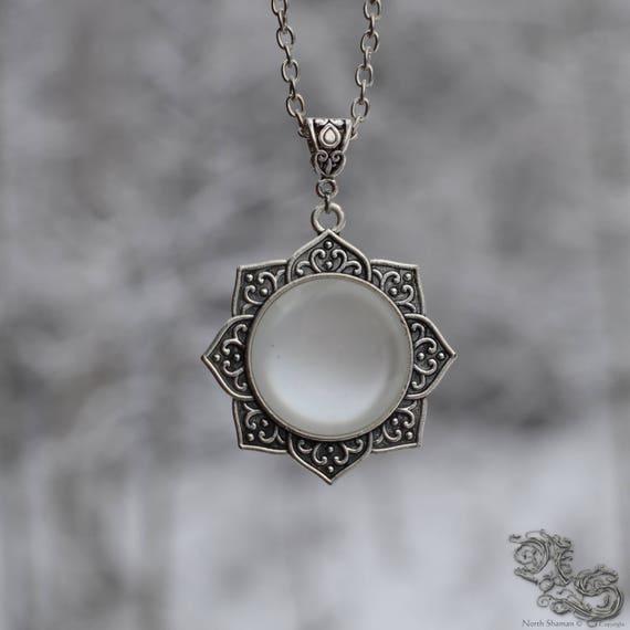 collier argent avec pierre blanche