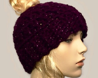 Messy bun beanie // bun beanie hat // ponytail beanie hat // winter beanie hat // messy bun hat