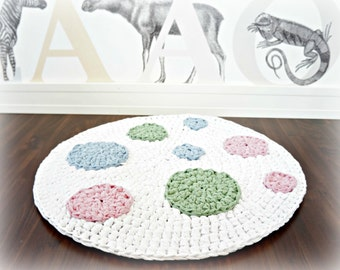 Bubbles - crocheted nursery area rug