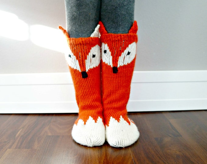Featured listing image: KNITTING PATTERN - Little Foxy Socks
