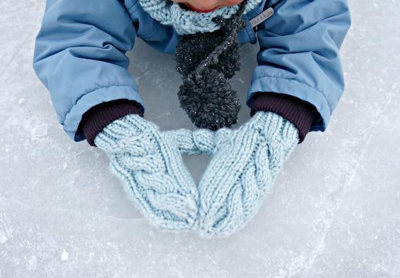 KNITTING PATTERN - The Frosty Mittens