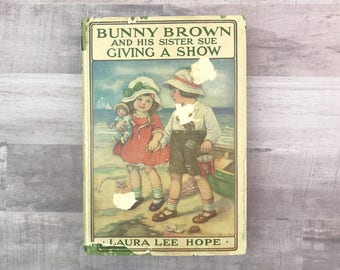 Bunny Brown And His Sister Sue Giving A Show - Laura Lee Hope - Antique Book - Grosset & Dunlap - 1919 - Beautiful Book