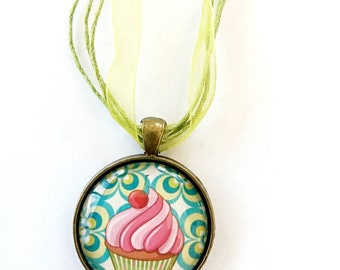Cupcake necklace