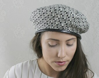 a0b94df383e 80s 90s Houndstooth Beret    Vintage Black White Geometric Hat    Size  M