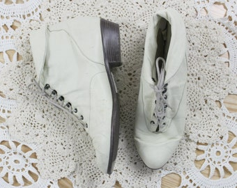 80s White Ankle Boots // Vintage Booties Leather Lace Up Boots Shoes // Size: 8