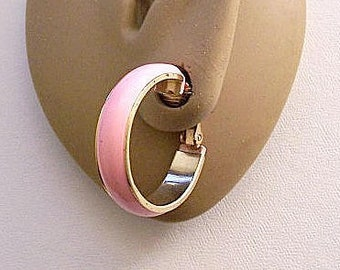 Pink Hoops Wide Band Clip On Earrings Gold Tone Vintage 1970s Round Open Striped Edge Dangle Rings