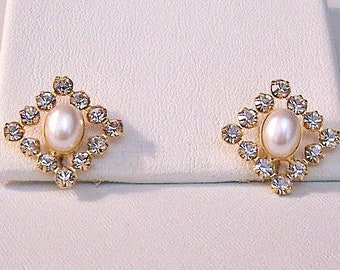 Pearl Rhinestone Pierced Earrings Gold Tone Vintage Open Diamond Shape Oval Bead