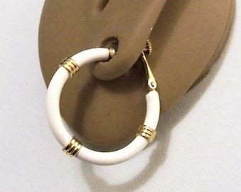 Napier White Ringed Hoops Screwback Clip On Earrings Gold Tone Vintage Large Round Ribbed Accent Tube Comfort Adjustable Dangle Rings