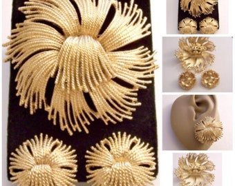 Monet Cordelia Clip On or Pierced Earrings Matching Pin Brooch Gold Vintage Twisted Layered Section Ribs Slotted Sections Comfort Paddles