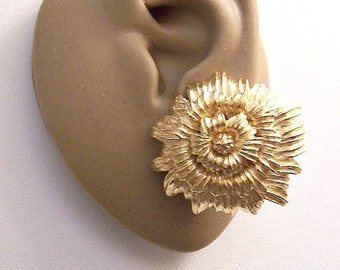 Monet Sunflower Flower Discs Clip On Earrings Gold Tone Vintage Extra Large Layered Ribbed Brushed Scalloped Edges Comfort Paddles