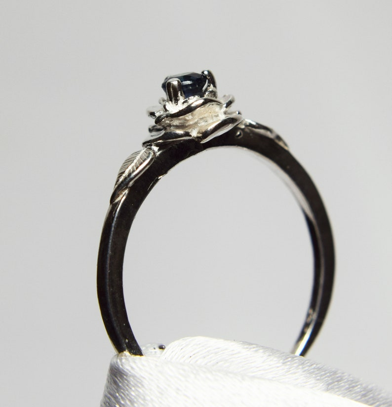 Set in 925 Sterling Silver Rose Mounting Promise Ring Genuine Gemstone 3mm Round Blue Sapphire Ring