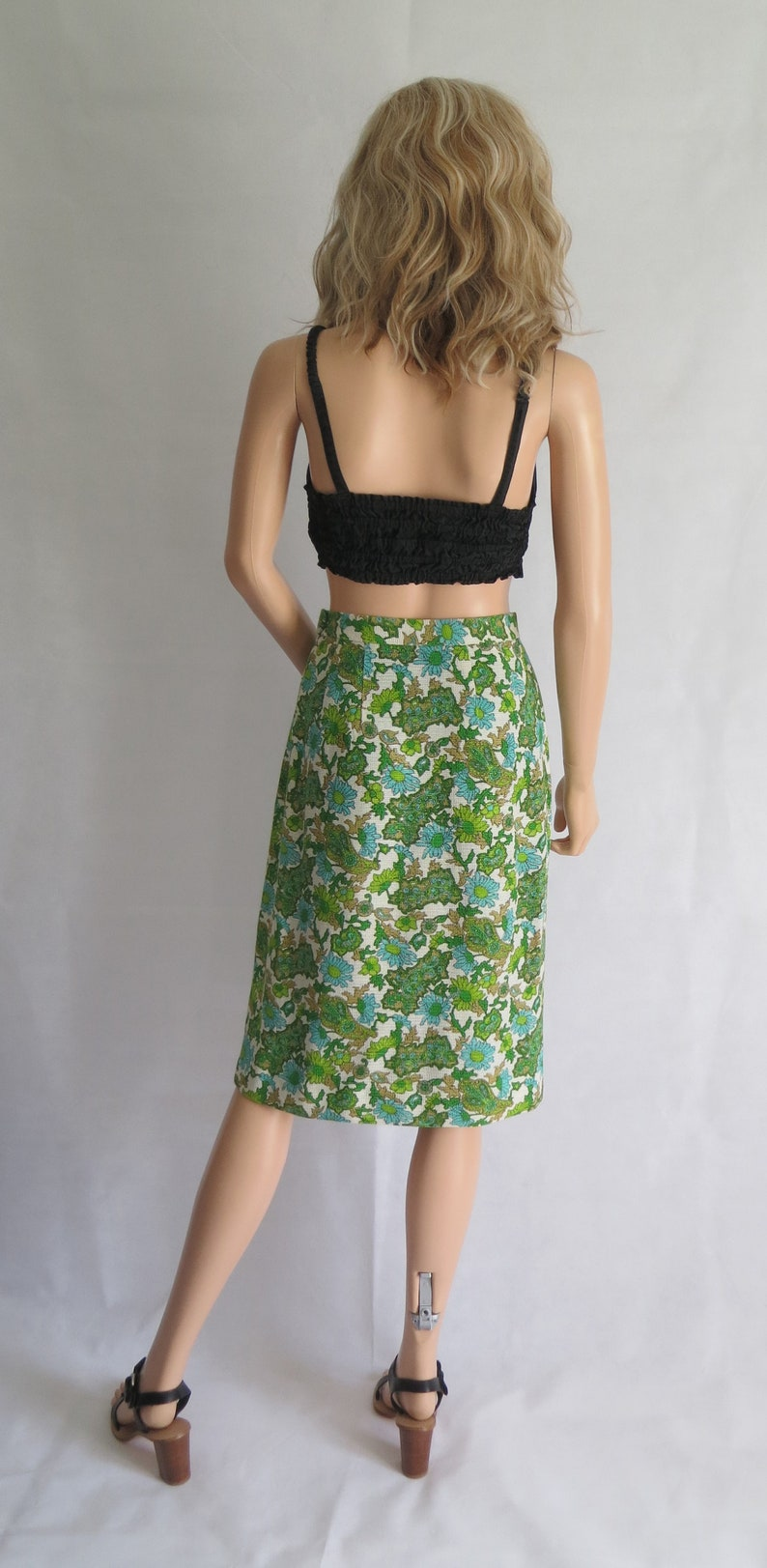 straight cut Vintage green floral skirt high waisted x small waist 24.5 french 60s vintage retro knee length white turquoise green