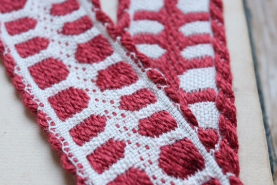 Antique 1960s woven French jacquard jacquard French ribbon trim in shades of red & white rustic motif for vintage lovers, craft couture cf24b5