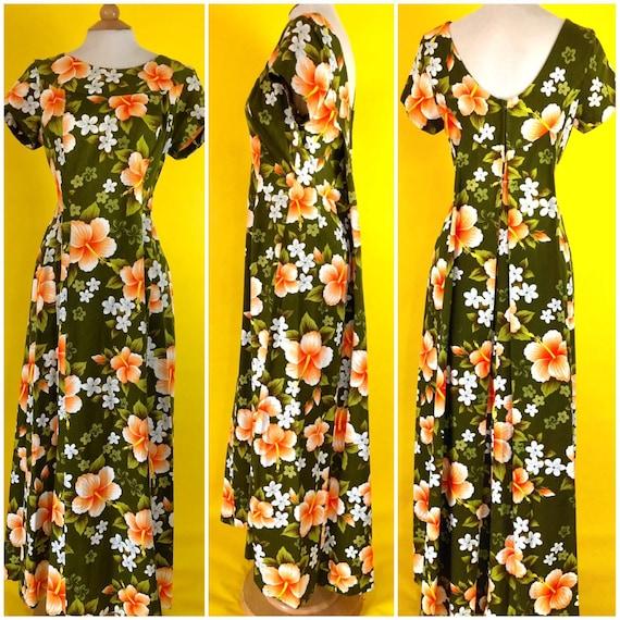 Vintage dress 1970s Green Hawaiian Flower Print Dr