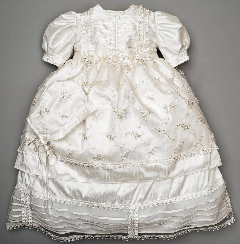 bf6174ca2 Ropon para bautizo de niña bordado a mano vestido especial