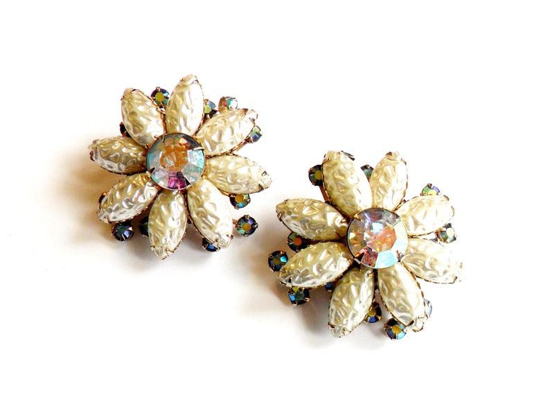 Vintage Baroque Pearl Flower Earrings  Clip On  Aurora image 0