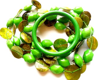 Vintage Lime Green Beaded Necklace Bracelet Set Dyed Shell Plastic Funky Greenery 80s Neon Colors Spring Emerald Saint Patricks Day Bangle