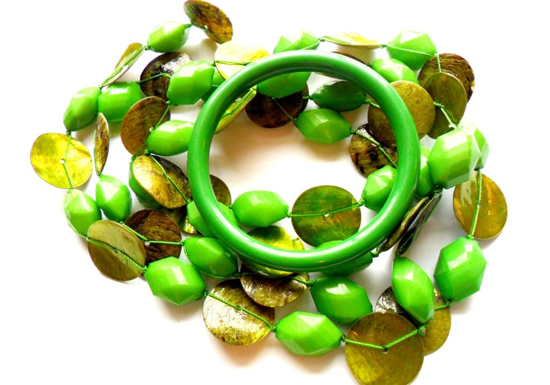 Vintage Lime Green Beaded Necklace Bracelet Set Dyed Shell image 0