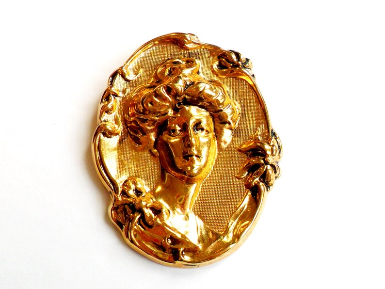 Vintage Victorian Woman Portrait Brooch  Gold Tone Metal  image 0