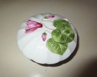 FLORAL APPLIQUE TRINKET Box with Lid