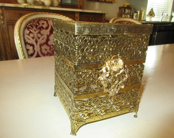 ORNATE KLEENEX HOLDER