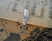Vtg Singer SPECIAL PURPOSE Satin Foot Applique Slant Shank 161167 Sewing Machine Attachment Zig Zag Straight Stitch 301 401 500 600 700 750
