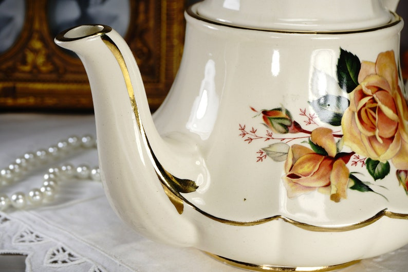 Sadler Carousel Teapot Floral Tea Pot Bell Shaped with Large Yellow Cabbage Roses 1940s Sadler Marquee Teapot Made in England