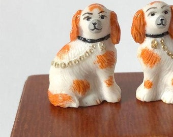 Miniature Dollhouse Or Roombox oranmental dogs 1:12 scale