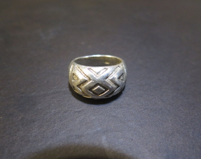 Sterling Silver Native American Ring W/ Embossed Tribal Symbols Design Size 5 3/4  Stamp 925